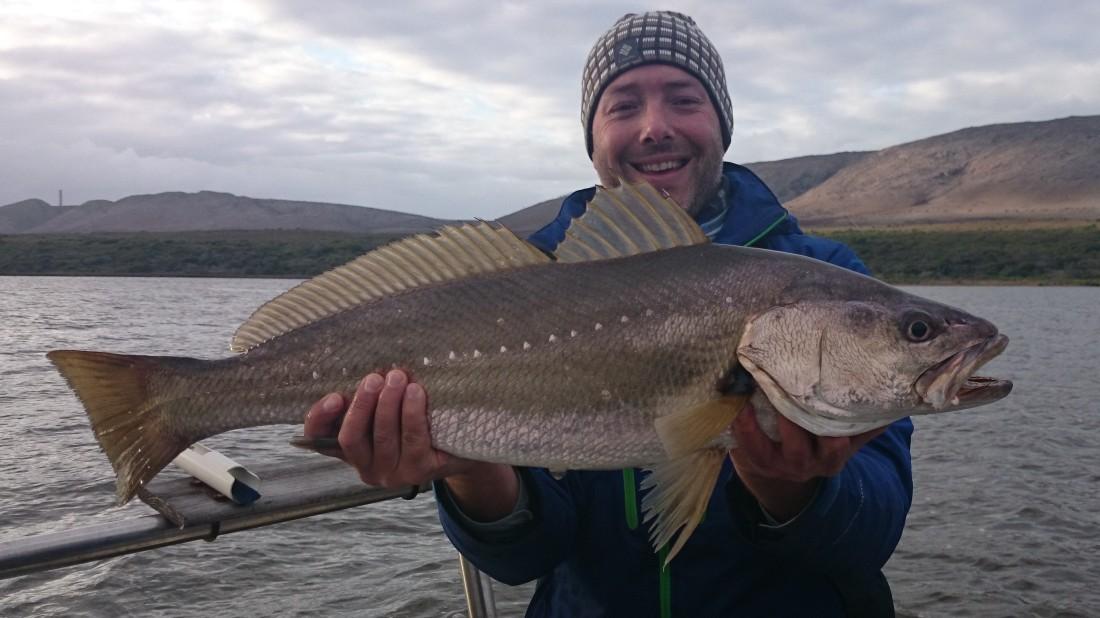 First fish Saturday morning. Nog lekker deur die blare. Hoe mooi is die vis nie?